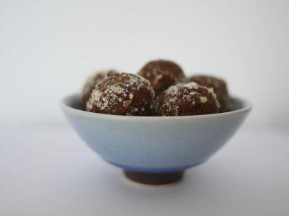 Healthy choco-almond bon bons